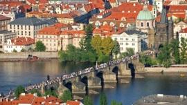 Einstündige Schiffsfahrt durch das Zentrum von Prag bei Kaffee und Desert