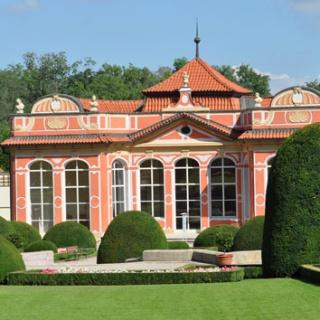 Zahrady Černínského paláce dočasně otevřeny veřejnosti